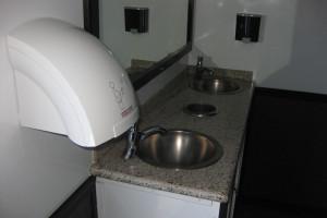 10station_restrooms